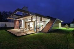 Completed in 2014 in Debrecen, Hungary. Images by Tamás Bujnovszky. The concept of this house is based on both the traditions of early modernism in Debrecen and the simple, clear and logical construction of rural. Residential Architecture, Contemporary Architecture, Interior Architecture, Contemporary Homes, Modern Homes, Rural House, Small Modern Home, Art Deco, Interior Exterior