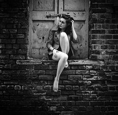 Photography Portrait Black And White Senior Photos Trendy Ideas Grunge Photography, Urban Photography, Senior Photography, Street Photography, Portrait Photography, Fashion Photography, Photography Tricks, People Photography, Fotografie Portraits