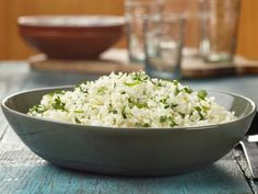 Garlic Cilantro Lime Rice Recipe from Ree Drummond Food Network Ree Drummond, Easy Rice Recipes, Mexican Food Recipes, Mexican Dinners, Spanish Recipes, Yummy Recipes, Free Recipes, Cooking Recipes, Instant Pot
