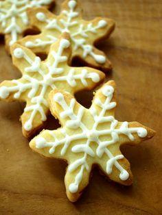 snow icing cookies