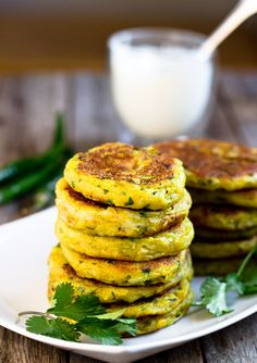 These potato patties are pan-fried in oil. The addition of yellow onion and cilantro give the Aloo Tikkis a pleasant refreshing taste. Not only are these patties rich in flavor, but they also have complex textures. Indian Food Recipes, Asian Recipes, Vegetarian Recipes, Cooking Recipes, Healthy Recipes, Vegetarian Cooking, Healthy Meals, Potato Patties, Indian Street Food