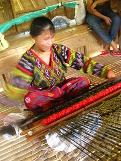 T'nalak weaving is said to be a woven message from ancestors talking to the weavers in their dreams Culture Clothing, Philippines Culture, Indigenous Tribes, Filipiniana, Ethnic Patterns, Loom Weaving, Ancient Art, Pattern Design, Textiles