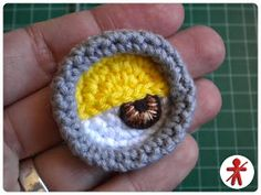AmigurumisFanClub: Photo-tutorial: Minion's eye step by step · Foto-tutorial: El ojo de Minion, paso a paso