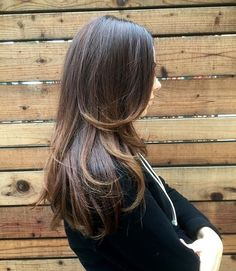 Hello Chocolate! @this_is_my_hair brought @sbeebee back to #brown today and we love it! To get this rich neutral color, Katie used; @wellahair #kolestonperfect 4/07 at the roots and 7/07 on the ends. @oribe Gel Serum and Apres Beach Spray to #Blowdry • #hair #haircolor #wella #oribe #sbcsf