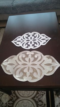 This Pin was discovered by Zai Painting Patterns, Quilt Patterns, Cut Work, Tree Crafts, Scroll Saw, Doilies, Table Runners, Stencils, Shapes