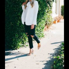 White Mural blazer So chic for winter. Dresses up or down. Worn once. Mural Jackets & Coats Blazers