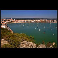 Imagem de http://www.freguesiasaomartinhodoporto.pt/Imgs/content/page_72/praia.jpg.