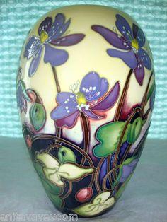 2011 New MOORCROFT Vase ASHWOOD MEDAL ON HONOUR 102/7 Circles Of Life