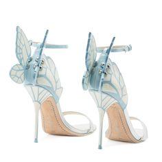 A gente sempre fala no vestido quando pensa em casamento, mas a verdade é que achar o sapato ideal também pode ser uma saga daquelas! Por isso quando uma das shoe designers mais originais da atualidade lança uma linha bridal a gente fica assim: babando mesmo! Sophia Webster tem apenas quatro anos de marca, mas …