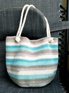 Crochet beach bag - HandmadebyRaine - Gift ideas - for you me others - Crochet beach bag – HandmadebyRaine Crochet beach bag – HandmadebyRaine Crochet Beach Bags, Free Crochet Bag, Crochet Market Bag, Crochet Purses, Bead Crochet, Crochet Bags, Bag Quilt, Easy Beginner Crochet Patterns, Crochet Gloves Pattern