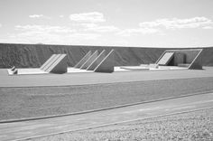 As City—Michael Heizer's vast Land Art installation in the Nevada desert—nears completion, the fate of the federally protected land surrou. Installation Street Art, Landscape Architecture, Architecture Design, Drawing Sites, Nevada, Green Sky, Construction, Art And Technology, Public Art