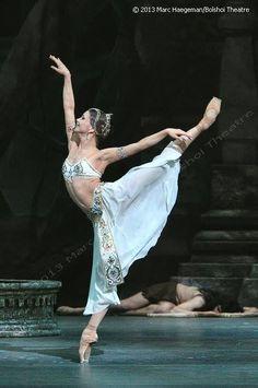Evgenia Obraztsova Bolshoi Ballet, in La Bayadère.