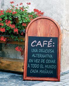 Estos 18anuncios decafeterías ybares fueron creados por genios depublicidad My Coffee Shop, I Love Coffee, Coffee Cafe, Coffee Drinks, Cafe 24, Cafe Bistro, Art Beat, Coffee And Books, Vintage Coffee