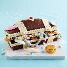 Baking recipes for the children's party - kindergeburtstag essen - Hochzeit Kuchen Baking Recipes, Cake Recipes, Party Recipes, Treasure Chest Cake, Food Humor, Childrens Party, Cakes And More, Kids Meals, Cake Decorating