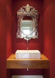 Uma casa descolada para esportistas. Veja: http://casadevalentina.com.br/projetos/detalhes/uma-casa-descolada-para-um-casal-esportista-561  #decor #decoracao #interior #design #casa #home #house #idea #ideia #detalhes #details #style #estilo #casadevalentina #modern #moderno #bathroom #lavabo