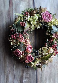 Creative Wreath You Have to Craft in Fall this Year Creative Wreath You Have To Craft In Fall This Year Wreath You Have To Craft In Fall This Year 18 Christmas Door Wreaths, Easter Wreaths, Holiday Wreaths, Dried Flower Wreaths, Dried Flowers, Floral Wreaths, Wreath Crafts, Diy Wreath, Outdoor Wreaths