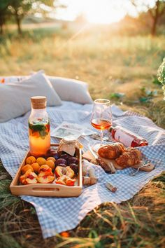 Picnic Ideas Discover AL-FL Pique nique champêtre Picnic Date, Summer Picnic, Fall Picnic, Beach Picnic Foods, Family Picnic Foods, Country Picnic, Backyard Picnic, Spring Summer, Brunch