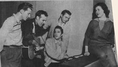 "Along with Jerry Lee Lewis, Johnny Cash and Carl Perkins, Elvis was a member of the celebrated ""Million Dollar Quartet"", so named because they were money-makers for Sam Phillips' Sun Records labe Jerry Lee Lewis, Johnny Cash, Elvis Presley, Sam Phillips, Sun Records, Young Elvis, Roy Orbison, Country Music Videos, Famous Photos"