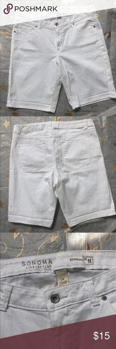 """Sonoma Life+Style Bermuda Shorts Shorts are 98% Cotton 2% Spandex  1-button zip fly 3 front pockets 2 back pockets 5 belt loops Laying flat shorts measure: Waist: 17.5"""" Rise: 6.5"""" Hips: 20.5"""" Inseam: 11"""" Leg opening: 10"""" Length: 20"""" Shorts are  EUC Sonoma Life+Style Shorts Bermudas"""