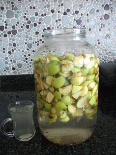 Fotoğraflarla ev yapımı sirke tarifi İlaç kullanmadan yetişen elmalar bulunur kurtlu olması daha makbuldür ( ilaç kullanmadığı...