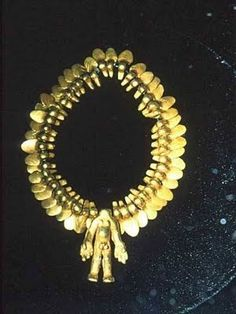 Collar con varias piezas de oro  Museo del Oro  Peru Stone Jewelry, Gold Jewelry, Nazca Lines, Gold And Silver Coins, Inca, Diamonds And Gold, Ancient Artifacts, Archaeology, Collar