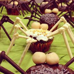 Spider muffins with toffifay filling / Toffifee-Muffins in Spinnenform - vegan -