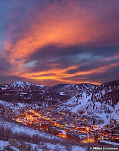 The sun setting above the Rockies turns the sky into a gorgeous swirl of breathtaking color. Book a vacation rental in Park City and watch the sunset from the mountaintop.