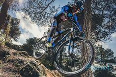 El Primaflor-Mondraker-Rotor-Ajram Capital es el equipo en el correrá Carlos Coloma en el 2017, y desde donde planificara el asalto al Campeonato delMundo. Mountain Bike Action, Mountain Biking, Bicycle, Mountain Bike Trails, Stair Risers, Photo Galleries, Biking, Cute, Bike