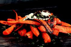 Burnt Carrots with Goat Cheese, Parsley, Arugula, and Crispy Garlic Chips Recipe Vegetarian Recipes, Cooking Recipes, Healthy Recipes, Herb Recipes, Vegan Meals, Vegan Desserts, Veggie Recipes, Yummy Recipes, Dinner Recipes