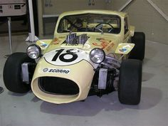 The king of the São Paulo Carretera drivers was Camilo Christofaro, the Wolf of Canindé. This #18 was the last generation Carretera, Corvette motor with 380hp, wide tires, disc brakes all around, de Dion rear axel, 4 speed gearbox. It won the 1966 1000 Miles race with Camilo and Eduardo Celidoneo at the wheel. The car got ready just in time to qualify on Friday and went on to win after a very cautious and intelligent drive that nursed the car to the checkered flag.