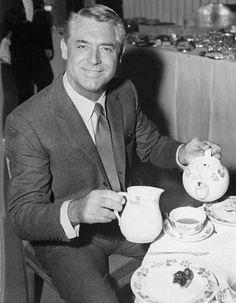 vintageebonyandivory:  BREAK TIME.1959. Cary Grant has a spot of tea.
