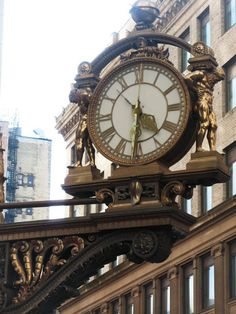 Off campus of University of Pittsburgh Panthers - Macy's clock, 5th Ave. at Smithfield St., Pittsburgh