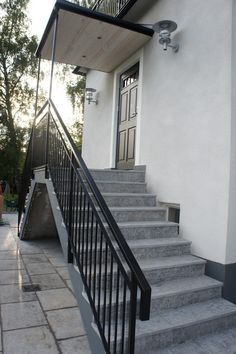 House Front Door, House Front Design, My House, Outdoor Stair Railing, Exterior Stairs, Side Porch, Door Steps, Luxury Rooms, Vestibule