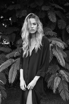 I adore this amazing black and white portrait photo Photographie Portrait Inspiration, Fashion Photography Inspiration, Editorial Hair, Editorial Fashion, White Editorial, Black And White Portraits, Black And White Photography, Couple Photography, Portrait Photography