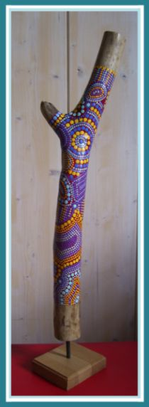How tо Make а Wooden Walking Stick Painted Driftwood, Driftwood Art, Le Totem, Twig Art, Antler Art, Garden Totems, Wooden Walking Sticks, Stick Art, Sea Crafts