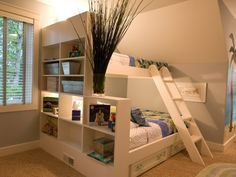 kinderzimmer-ideen-zweistöckiges-holzbett-bettkasten-regale-deko-mit-pflanzen-teppich-tapete-hawaii