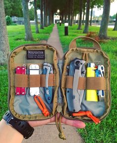Cool Bugs, Go Bags, Edc Everyday Carry, Edc Knife, Bug Out Bag, Self Defense, Weapons, Guns, Military