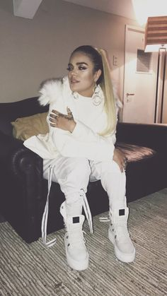 Karol G Famous Celebrities, Celebs, Chicks In Kicks, Dreads Girl, Latin Music, Outfit Goals, Woman Crush, Cute Girls, Winter Outfits