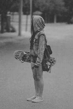🛹 Skateboard lifestyle 😎 Inspirations no 10 Moda Skate, Rauch Fotografie, Skater Girl Style, Skater Outfits, Skate Girl, Skateboard Girl, Longboarding, Skateboards, Belle Photo