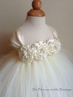 Vestido de Marfil Florista con mano Marfil por Theprincessandthebou