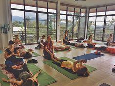 Программа тайского мастер-класса Вы научитесь массажу всего тела, уделяя особое внимание стопам, рукам, плечам, голове. Мы коснемся теории энергетических линий и рефлекторных точек, попрактикуем разное воздействие, расслабленное состояние и непринужденность при работе с телом