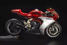 Superveloce 800 Serie Oro is MV Agusta's neo-classic racer. An ode if you like, to the glorious MV Agusta 500 GP bikes of the Mv Agusta, Triumph Street Twin, Motorcycle Manufacturers, The Big Hit, Honda S, Mini Bike, Street Bikes, Bike Design, Custom Motorcycles