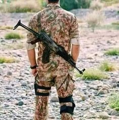 Pak Army Soldiers, Army Pics, Pakistan Armed Forces, Boys Dps, Pics For Dp, Pakistan Army, Army Wallpaper, Hidden Face, Sexy Older Women