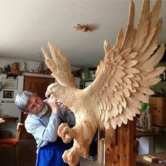 regram @sfxatlas This is insane! Mind blowing woodcarving by artist Rumerio Giuseppe (@rumerio_giuseppe). The ammount of detail is just phenomenal make sure you check out his page to see more amazing carvings. -- #woodcarving #woodwork #eagle #eagles #wood #carving #workshop #studio #natgeo #amazing #badass #feather #feathers #birds #bird #majestic #talent #skill de ggorthaur