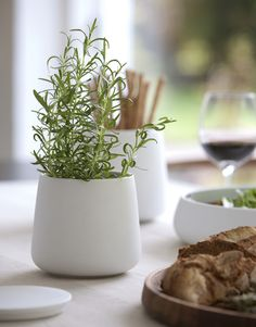 haus® is official stockist of all Skagerak products. Simplicity, functionality and elegance are consistent elements in Skagerak's Nordic series. Design Shop, Plus Que Parfait, Country Farm, Country Life, Danish Design, Serveware, Kitchen Interior, Scandinavian Design, Kitchenware