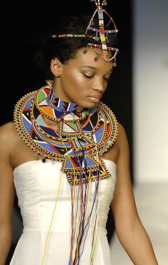 Pinner says :Maasai beaded Jewelry. I was fortunate to have traveled to Kenya to see the Maasai tribe in their environment. Some of the women shared their beading techniques as well. African Fashion Designers, African Men Fashion, Africa Fashion, African Beauty, African Women, Nigerian Fashion, Ghanaian Fashion, African Fashion Traditional, Ankara Fashion