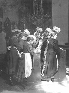 St. Märgener Mädchen beim Gebet in der Kirche