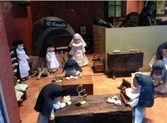 Convento de casa de muñecas del Museo del Romanticismo: Bonito escaparate de las monjitas haciendo mini pastelitos.