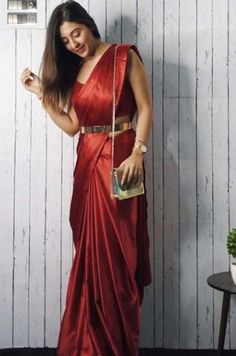 Top 7 Trending Saree Styles For 2019 Hey saree hoarder, want to spice up your ethnic wardrobe? Then check out these 7 trending saree styles that are a must have in Trendy Sarees, Stylish Sarees, Fancy Sarees, Kurta Designs, Saree Blouse Designs, Saree Wearing Styles, Saree Styles, Designer Saree Blouses, Saree With Belt
