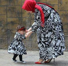 Mommy Daughter Dresses, Mommy And Me Dresses, Mother Daughter Fashion, Mommy And Me Outfits, Mom Daughter, Kids Outfits, Islamic Fashion, Muslim Fashion, Kids Lehenga Choli